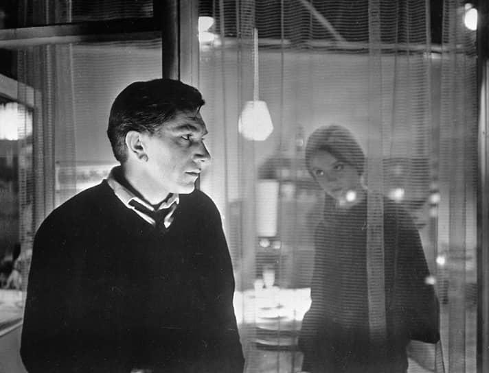 В 1952 году Армен Джигарханян поехал в Москву и попытался поступить в ГИТИС, но провалился на экзаменах. Он вернулся в Ереван и устроился на киностудию «Арменфильм» помощником оператора
