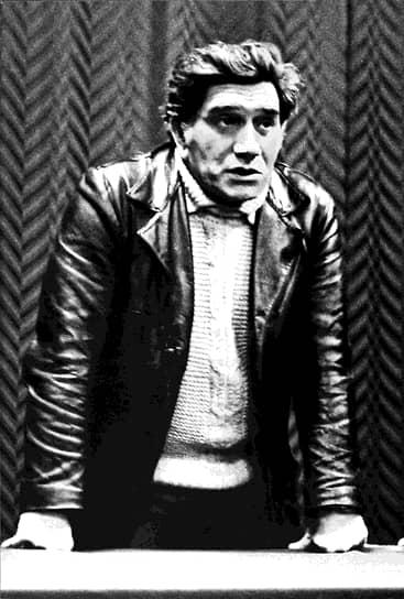 В кино Армен Джигарханян дебютировал в 1960 году ролью Акопа в фильме «Обвал», но известность ему принесла роль ученого-физика в картине режиссера Фрунзе Довлатяна «Здравствуй, это я!»