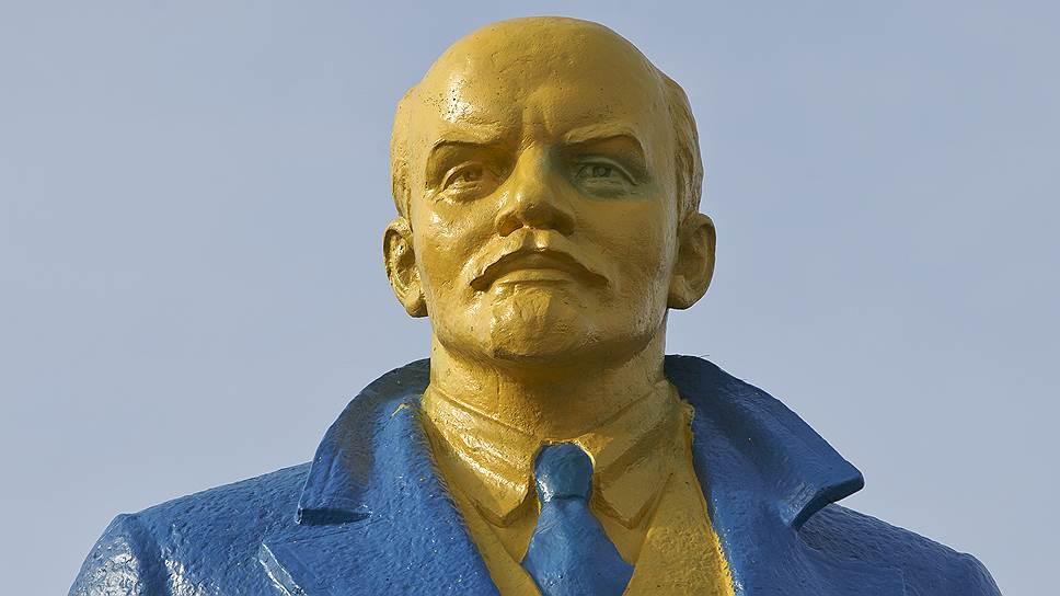 Как Буденный и Ленин попали под санкции Киева
