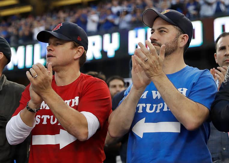 Актер болеет за бейсбольный клуб «Бостон Ред Сокс» <br>На фото: с телеведущим Джимми Киммелом, который регулярно шутит над актером в своем шоу, во время игры между «Бостоном» и «Лос-Анджелес Доджерс»