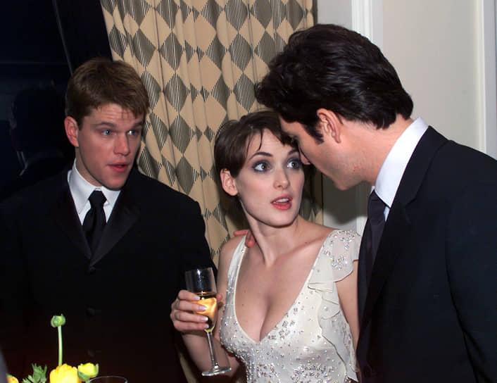 Мэтт Деймон не раз влюблялся в своих партнерш по съемочной площадке. Среди них — Гвинет Пэлтроу, Минни Драйвер, Франка Потене и Клэр Дэйнс. В 1997 году он начал встречаться с актрисой Вайноной Райдер (на фото). Через три года пара рассталась, а Деймон поклялся больше не заводить романов с актрисами