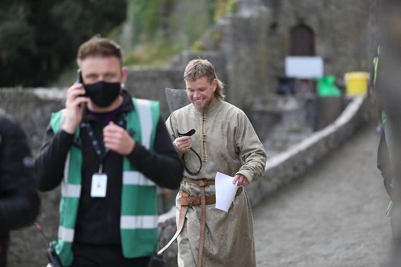 Мэтт Деймон на съемках исторического блокбастера Ридли Скотта «Последняя дуэль», который должен выйти на экраны в 2021 году