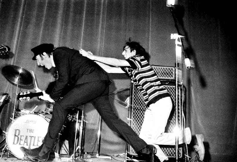 «Успеха может достичь любой. Надо все время повторять себе эти слова, и успех придет»  <br>В 1968 году вышел «Белый альбом» The Beatles. Как критики, так и поклонники группы заметили, что музыканты отдалились друг от друга, что не могло не повлиять на творчество группы. Леннон начал писать песни, названные позже его лучшими произведениями: «Strawberry Fields Forever», «Across the Universe», «I Am the Walrus» и «All You Need is Love», ставшая гимном хиппи