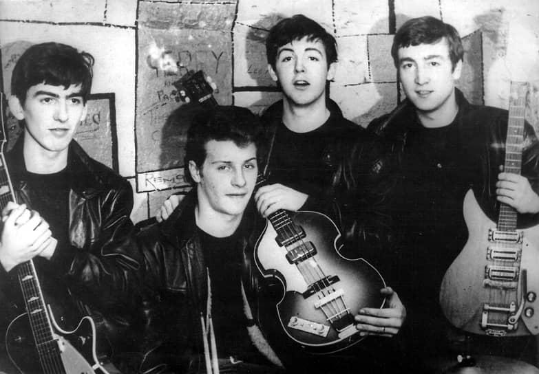«Я никогда не думал о том, что буду писать великие вещи, я просто пошел и написал их»  <br>В 1957 году Леннон познакомился с Полом Маккартни и привел его в группу. Вслед за Маккартни в группу приняли и Джорджа Харрисона. В 1959 году музыканты изменили название группы. Так появились The Beatles