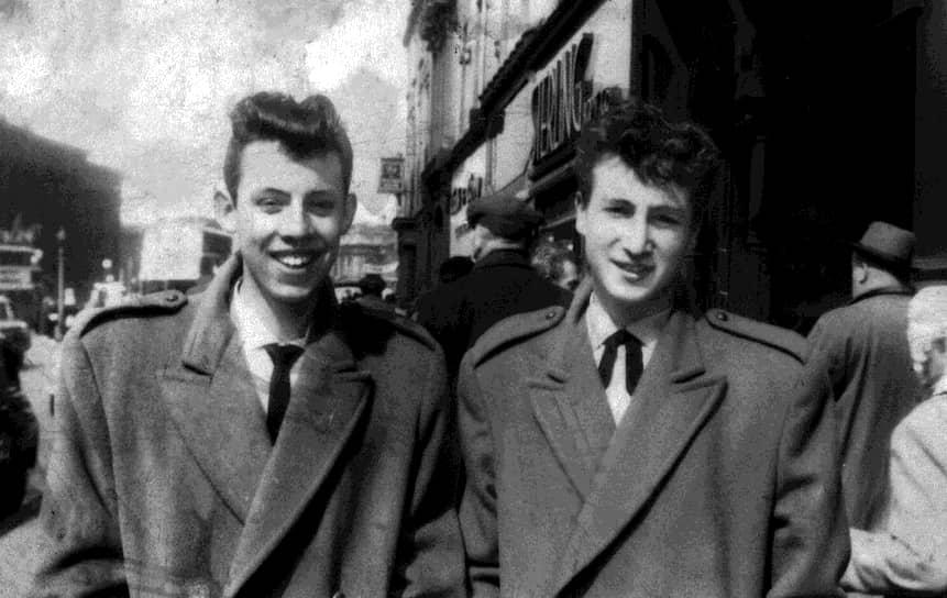 «Время, проведенное с удовольствием, не считается потерянным»  <br>В середине 1950-х в Ливерпуле началось увлечение рок-н-роллом и вышедшим из него скиффлом, для исполнения которого не требовалось особых знаний в музыке и хорошего владения музыкальными инструментами. Все это привело к появлению множества молодежных скиффл-групп. В 1956 году Леннон создает группу Quarry Men, названную в честь школы, где учился он и его друзья
