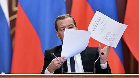 Владимир Путин высоко оценил Дмитрия Медведева  / Премьер награжден орденом «За заслуги перед Отечеством» I степени