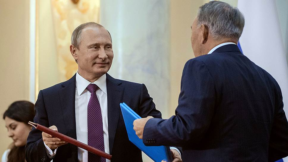Президент России Владимир Путин (слева) и  президент Казахстана Нурсултан Назарбаев