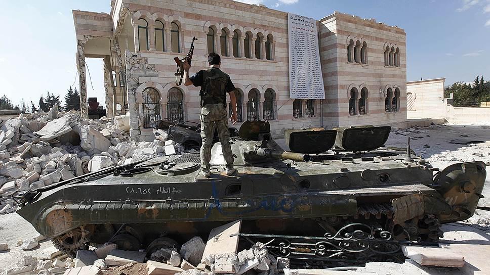 Солдат «Свободной сирийской армии» в окрестностях Алеппо