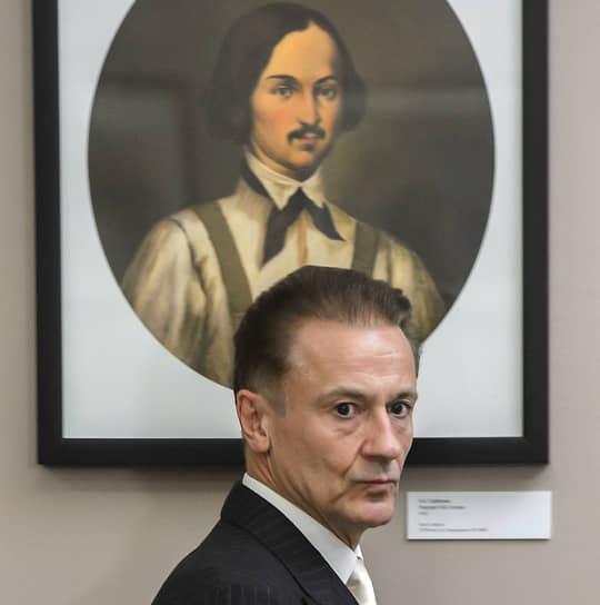 В настоящее время актер является художественным руководителем и директором Московского драматического театра имени Ермоловой