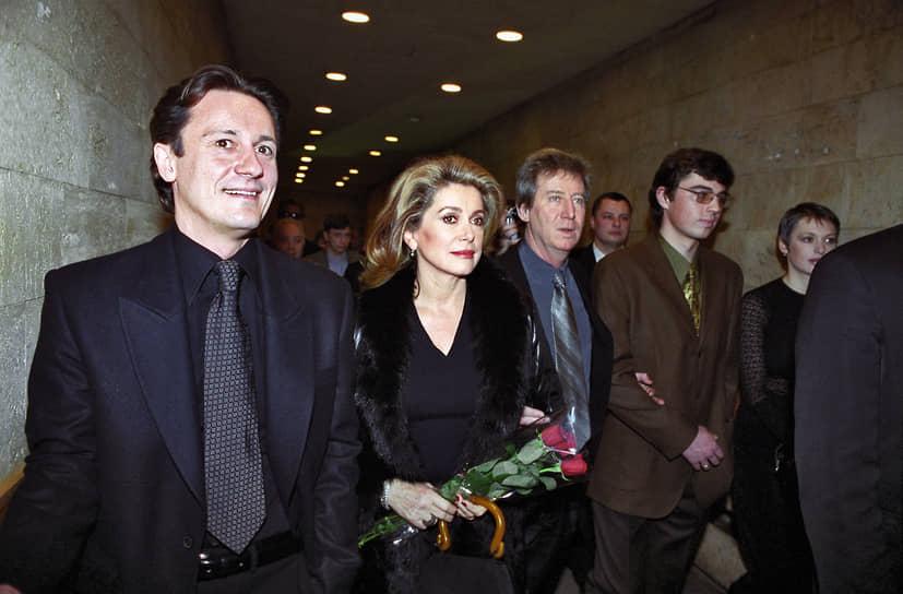 В 1999 году актер снялся в фильме французского режиссера Режиса Варнье «Восток-Запад». Картина номинировалась на «Оскар», «Золотой глобус» и премию «Сезар», но не получила наград.<br>На фото: актер с Катрин Денев на премьере фильма в Москве