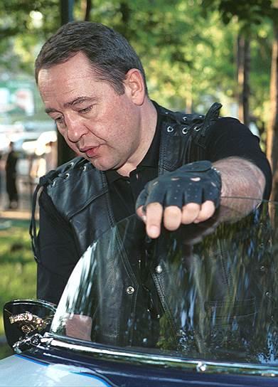 2000 год. Министр печати России Михаил Лесин во время вечера, посвященного компании «Harley-Davidson»