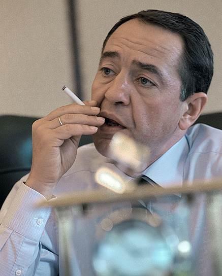2002 год. Министр по делам печати, телерадиовещания и средств массовых коммуникаций Михаил Лесин в своем рабочем кабинете