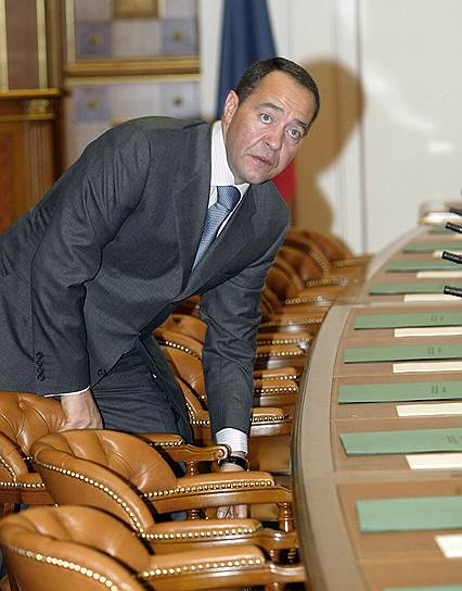 2003 год. Министр по делам печати, телерадиовещания и средств массовых коммуникаций Михаил Лесин перед заседанием правительства