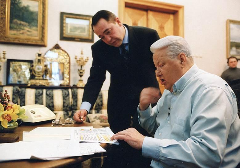 1990-е годы. Министр печати Михаил Лесин и президент Борис Ельцин