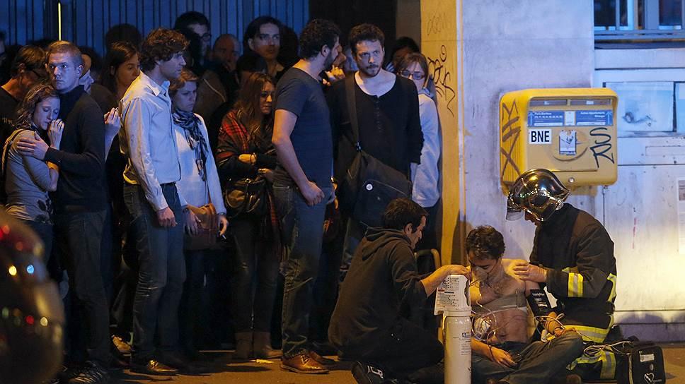 С криками «Это за Сирию!» нападавшие открыли огонь по разбегавшимся людям