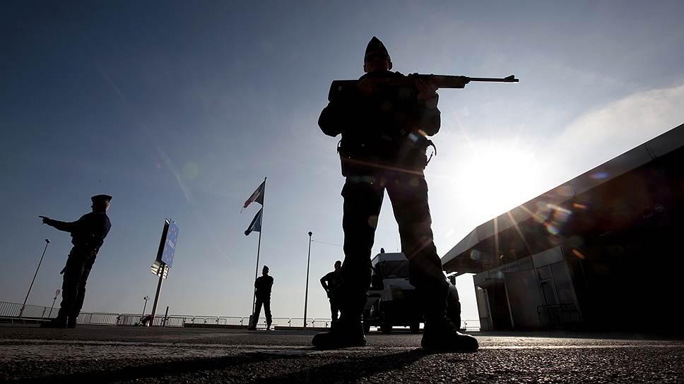 Как Франция воюет на два фронта