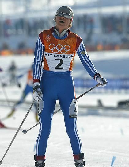 В феврале 2002 года на Олимпиаде в Солт-Лейк-Сити за полчаса до лыжной эстафеты из-за повышенного уровня гемоглобина была отстранена Лариса Лазутина (на фото). Протесты российской делегации привели к новым проверкам. У Лазутиной и другого лидера сборной Ольги Даниловой нашли следы применения дарбэпоэтина. Лазутину лишили золотой и двух серебряных медалей Солт-Лейк-Сити, Данилову — золота и серебра. Обе были дисквалифицированы на два года
