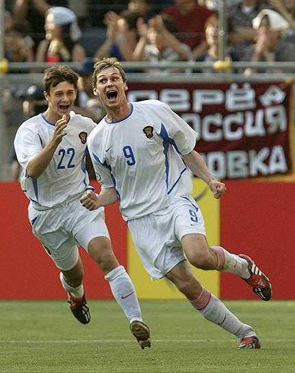 В январе 2004 года полузащитник сборной РФ по футболу Егор Титов (справа) был уличен в применении бромантана. Допинг-проба была взята после стыкового матча отборочного турнира чемпионата Европы против команды Уэльса. UEFA дисквалифицировал игрока на год