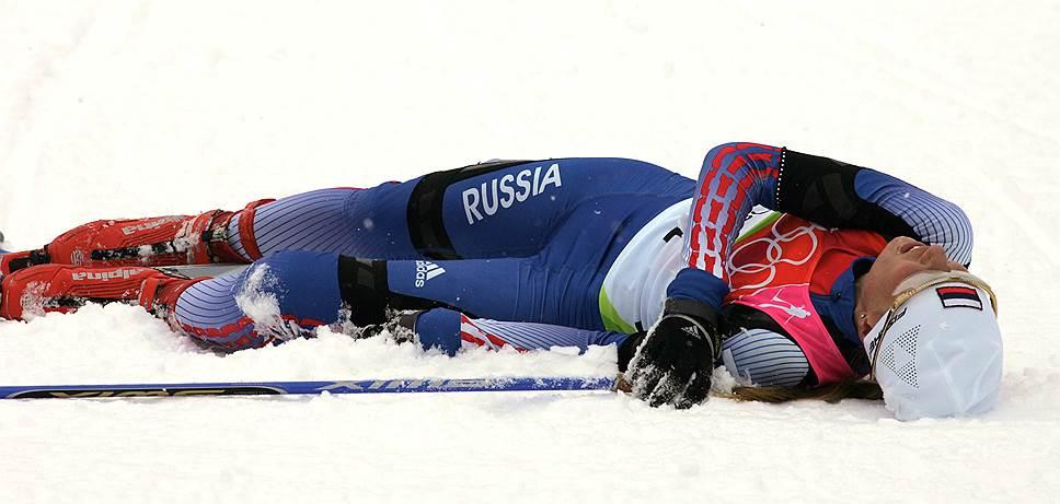 В августе 2009 года Международная федерация лыжного спорта заявила, что допинг-пробы олимпийских чемпионов Юлии Чепаловой (на фото) и Евгения Дементьева выявили рекомбинантный эритропоэтин. Оба спортсмена были дисквалифицированы на два года