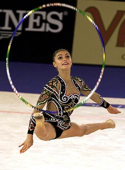 В феврале 2002 года Международная федерация гимнастики на год дисквалифицировала гимнасток Алину Кабаеву (на фото) и Ирину Чащину за применение фуросемида. Спортсменок также лишили наград, завоеванных на чемпионате мира в Мадриде