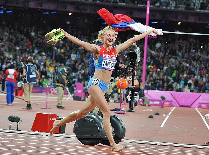 Спустя десять дней были также дисквалифицированы олимпийская чемпионка в беге на 3000 м с препятствиями Юлия Зарипова (на два года шесть месяцев) и призер Олимпийских игр в семиборье Татьяна Чернова (на два года). Причина наказания во всех случаях — аномальные отклонения показателей крови в биологических паспортах <br>На фото: член олимпийской сборной команды по легкой атлетике Юлия Зарипова