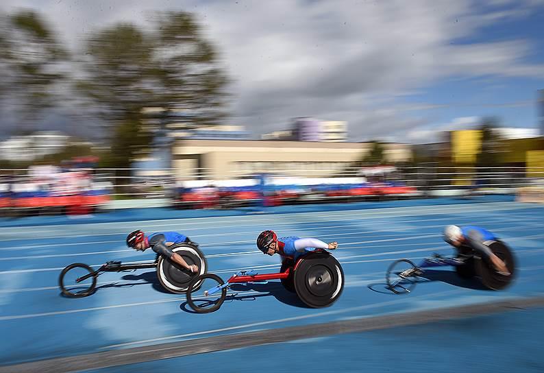 7 августа 2016 года Международный паралимпийский комитет объявил о решении отстранить российскую команду в полном составе. Причиной стал доклад о государственной системе допинга в российском спорте. Сборная на Паралимпиаду в Рио не выехала