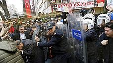 Евросоюз и Россия вступились за турецких журналистов