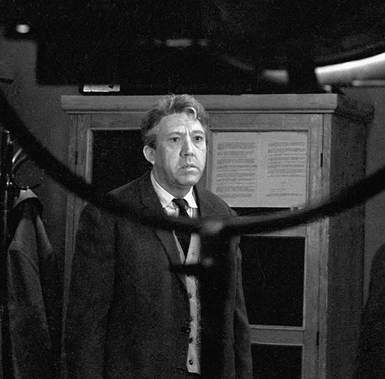<B>«Старики-разбойники» (1971)</B><br /> (Сценарий: Эмиль Брагинский, Эльдар Рязанов)<br /> <I>Федяев (Георгий Бурков)</I>: «Ерунда, бандитская пуля».
