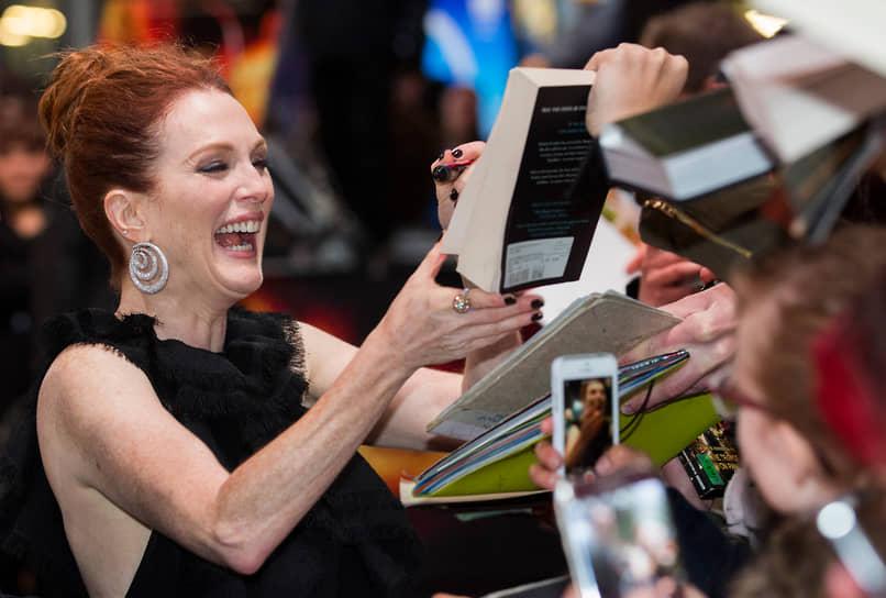 2014 год принес актрисе «Золотую пальмовую ветвь» за роль в фильме «Звездная карта». Сатира на Голливуд и его нравы с отличным актерским составом (Роберт Паттинсон, Миа Васиковска, Джон Кьюсак) получила номинации на «Оскар» за сценарий и монтаж. При бюджете $9 млн фильм собрал в домашнем прокате $25,5 млн