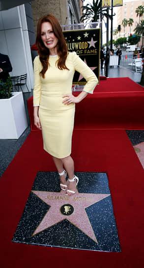 3 октября 2013 года Джулианна Мур стала обладательницей звезды на «Аллее славы» в Голливуде. Всего за свою карьеру в кино актриса была удостоена множества наград: Мур является обладательницей «Оскара» и призером Берлинского кинофестиваля, трижды была лауреатом Венецианского кинофестиваля
