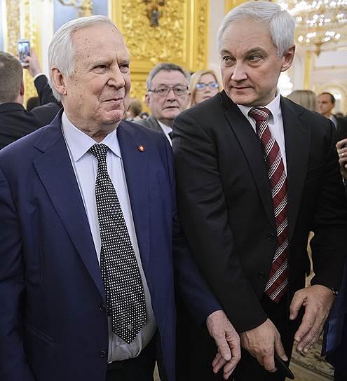 Представитель в Совете Федерации России от администрации Белгородской области Николай Рыжков (слева) и помощник президента России Андрей Белоусов