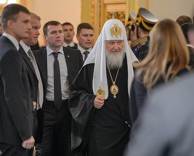 Патриарх Московский и всея Руси Кирилл (в центре)