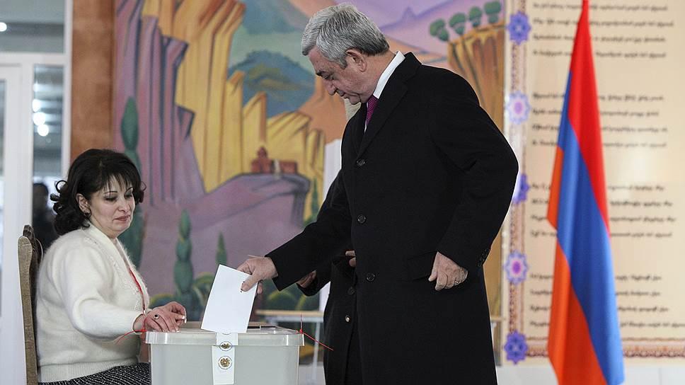 Почему оппозиция Армении обвинила власти в фальсификации результатов референдума