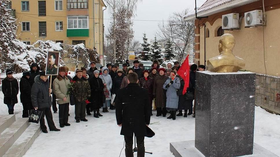 Пензенские коммунисты пойдут в Госдуму под портретом Сталина