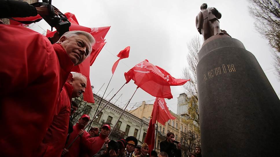 Как Верховная рада осудила коммунизм и предоставила официальный статус бойцам УПА
