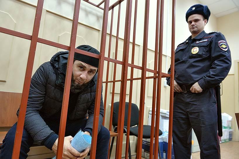 Предполагаемый исполнитель убийства Бориса Немцова Заур Дадаев (слева)