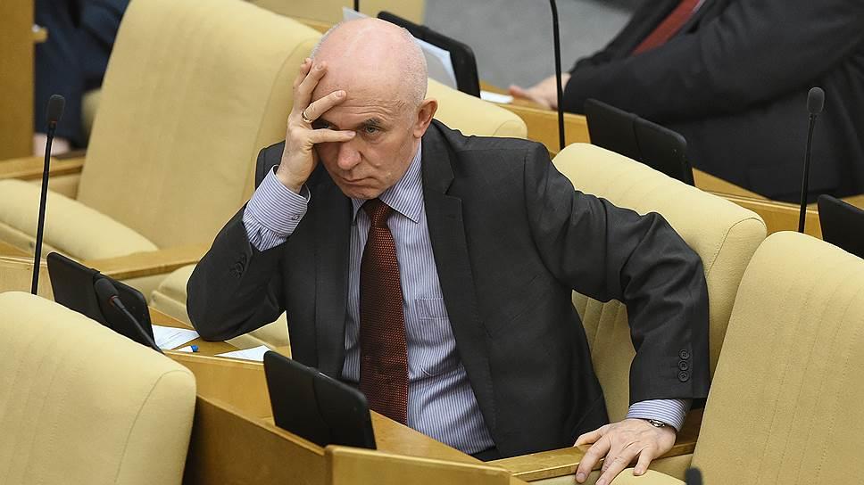 КПРФ в пятый раз собирает подписи за расследование деятельности Анатолия Сердюкова