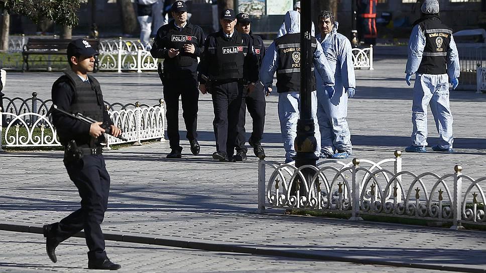 После теракта в Стамбуле в Турции задержаны трое россиян