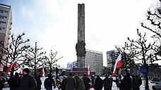 В МИДе России потребовали наказать осквернивших советский памятник в Польше