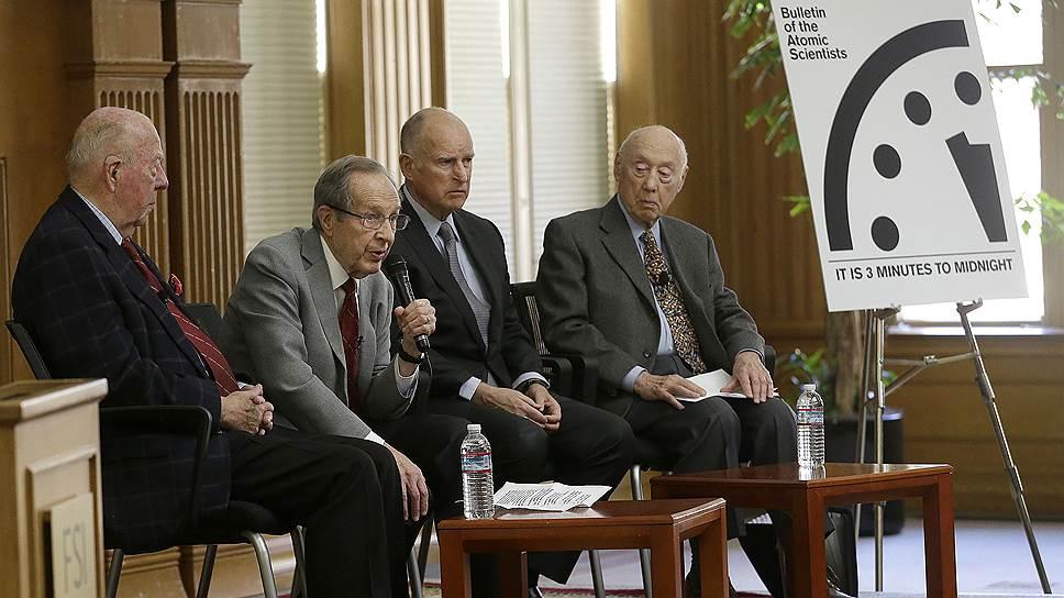 Слева направо: бывший госсекретарь США Джордж Шульц, бывший министр обороны США Уильям Перри, бывший губернатор штата Калифорния Джерри Браун, Джерри Селиг