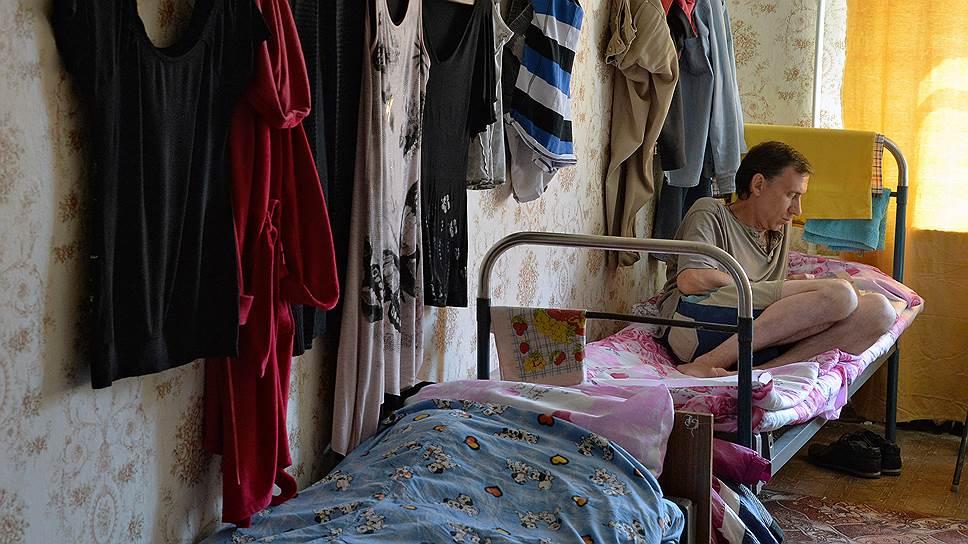 Украинские беженцы выходят из убежищ