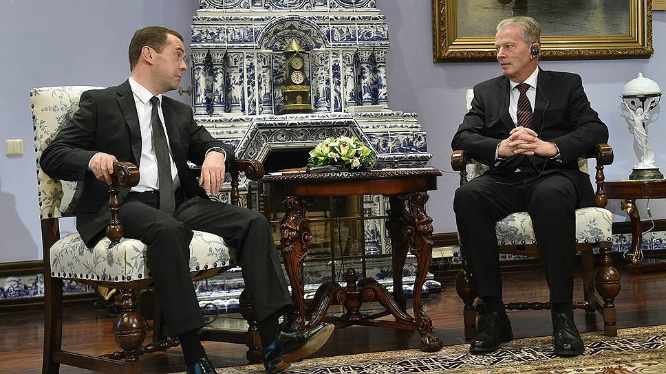 Председатель правительства России Дмитрий Медведев (слева) и вице-канцлер Австрии Райнхольд Миттерленер (справа)