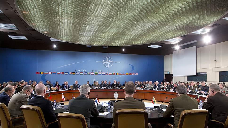 НАТО соберет войска у российских границ