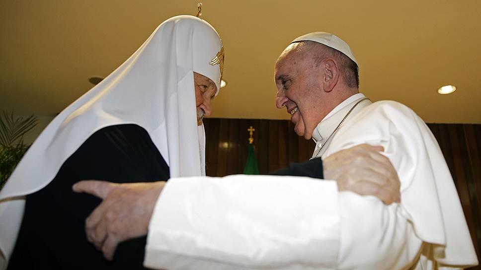 Патриарх Московский и всея Руси Кирилл (слева) и папа римский Франциск