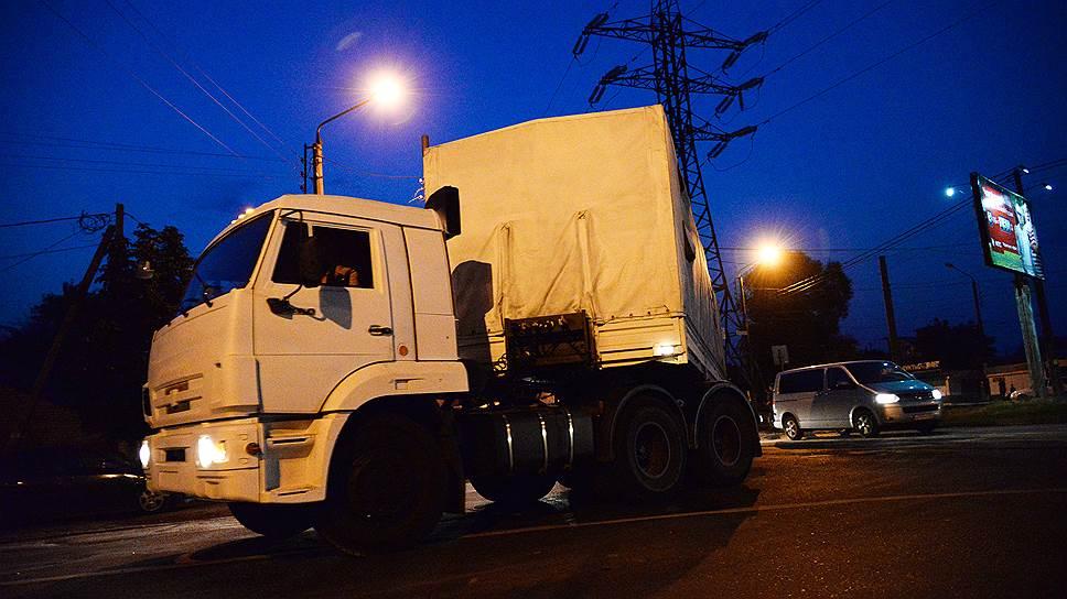 Как украинским грузовикам перекрыли дорогу