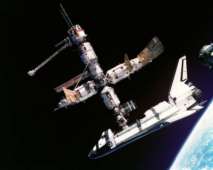 Впоследствии «Атлантис» выполнил еще шесть рейсов со стыковкой к станции. Всего за время полета «Мира» было осуществлено 142 стыковки, включая перестыковки кораблей и модулей с одного узла на другой