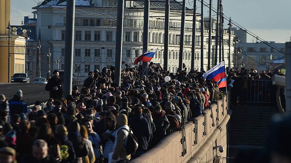 Акция памяти Бориса Немцова на Большом Москворецком мосту