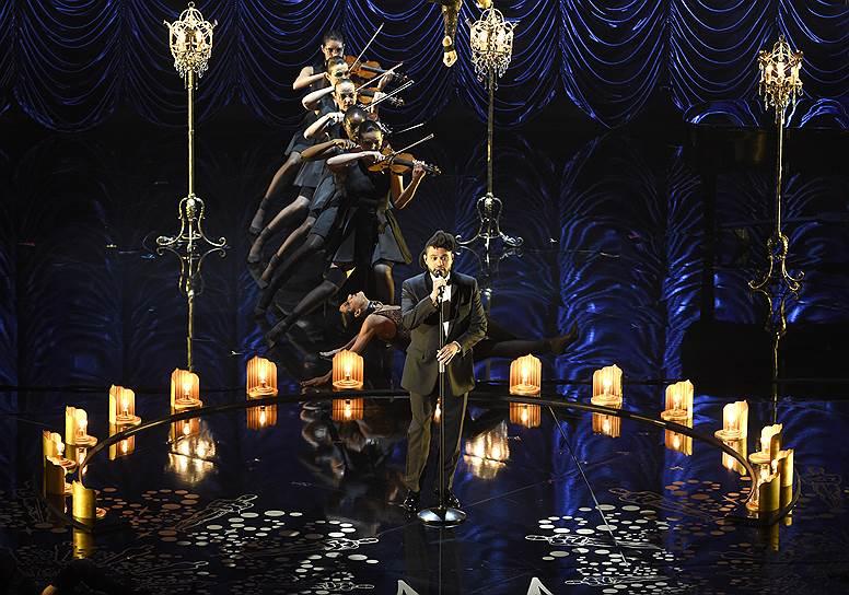 Выступление The Weeknd с номинированной песней из фильма «50 оттенков серого»