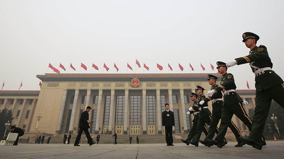 Китай продолжает повышать военные расходы