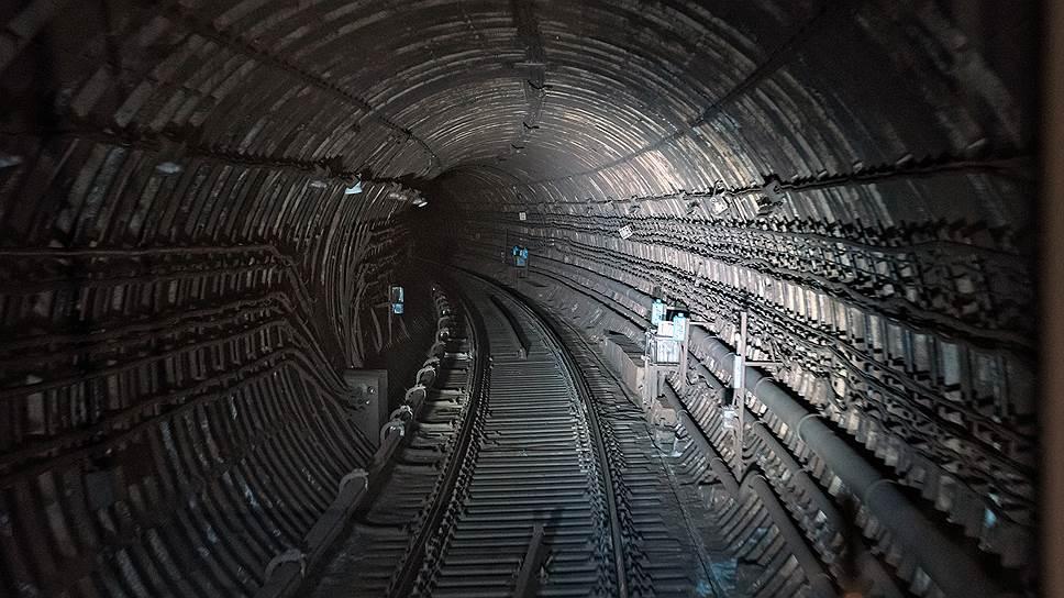 Пассажиров попросили выйти из-под земли